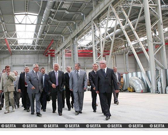 Премьер-министр ознакомился со строительством завода горячего оцинкования металлоконструкций